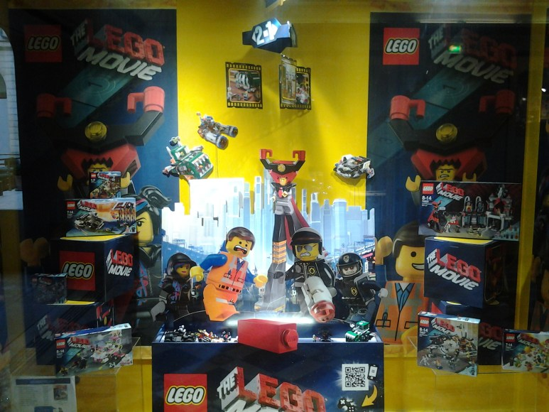 Vitrine magasin LEGO à Paris