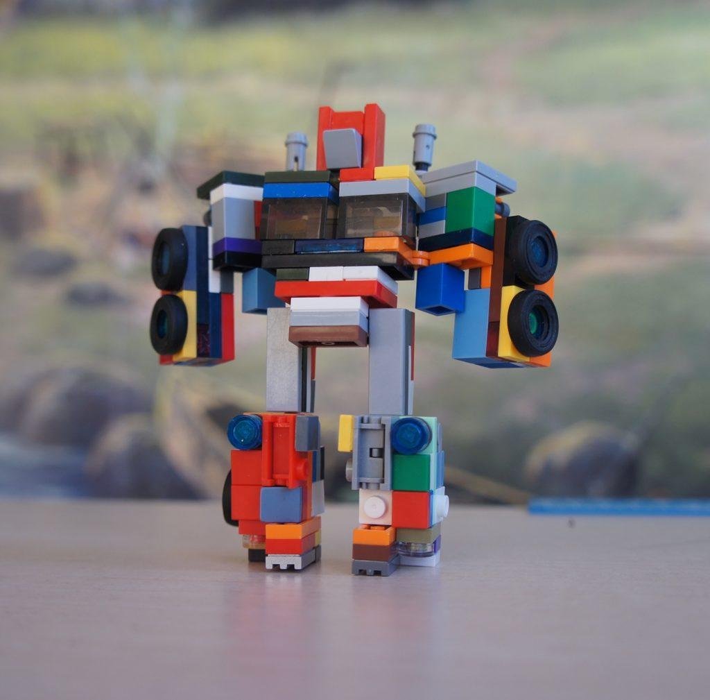 Ескі текшелерден лего трансформаторы робот түрінде