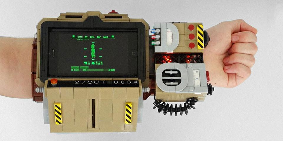 custom LEGO Fallout 76 Pip-Boy 2000