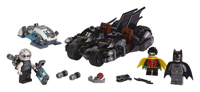 LEGO-76118-Batman-Mr-Freeze-Batcycle-Battle-01
