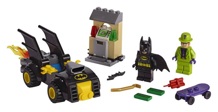 LEGO-76137-Batmn-vs-The-Riddler-Robbery-01