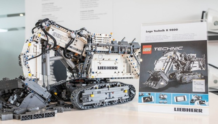 Monster LEGO Technic Set Liebherr R 8900 (42100) Release Moved from August to October