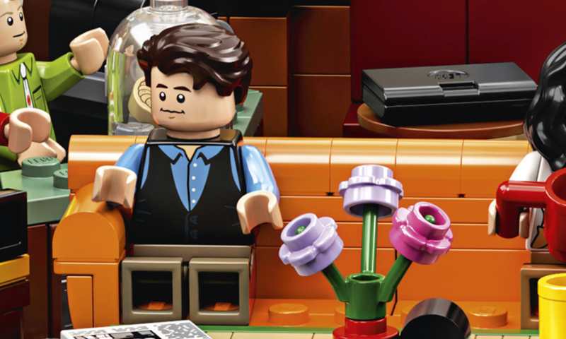 FRIENDS Actor Matthew Perry Builds the LEGO Ideas Central Perk (21319) and Gives it a Funny Twist