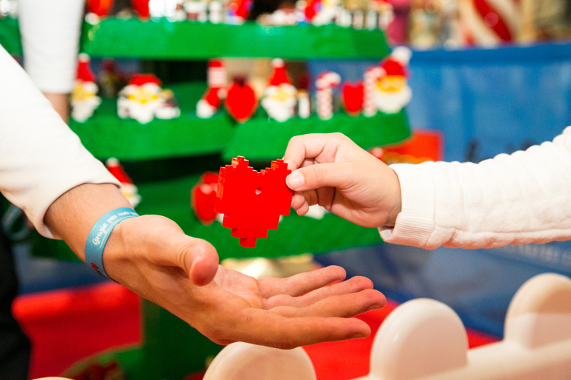 LEGO Relaunches Its #BuildtoGive Holiday Campaign