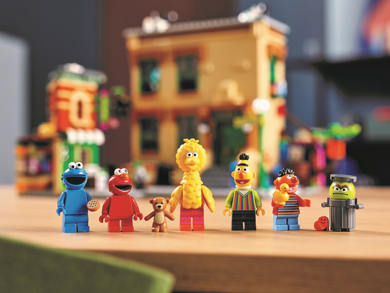 Bring Your Favorite Sesame Street Character Together With These LEGO Keychains