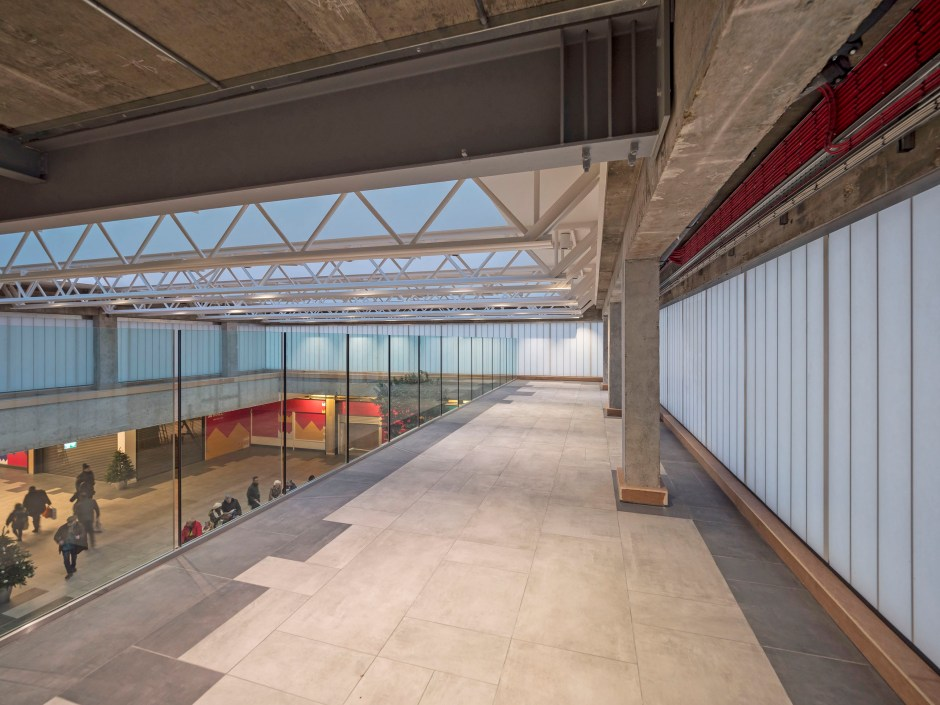 Recent redevelopment of the food court at Kings Mall Shopping centre, on a five-acre site in London's Hammersmith area, evelopers Schroders decided to install Kalwall translucent cladding around the whole of the atrium.