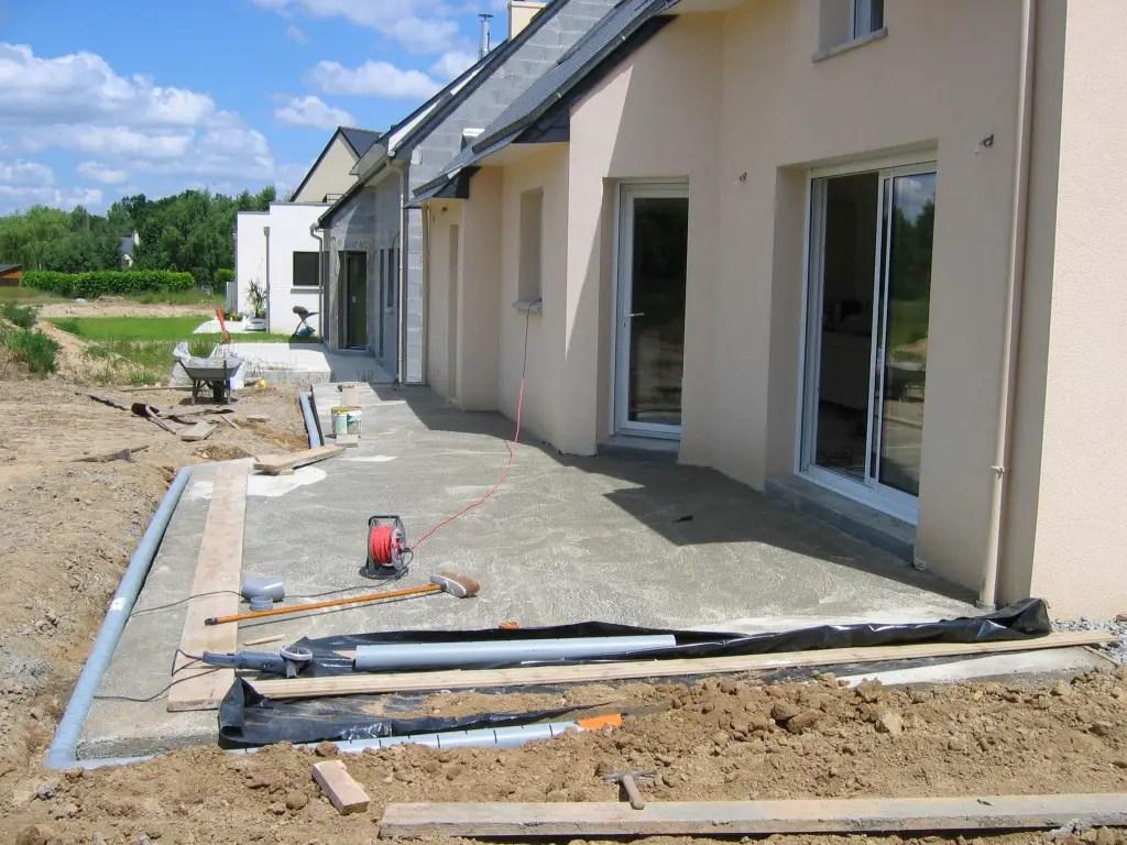 terrasse en beton comment faire une dalle beton dalle faire terrasse. Black Bedroom Furniture Sets. Home Design Ideas