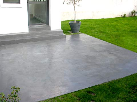dalle beton decorative enduit de parement sur une dalle en beton