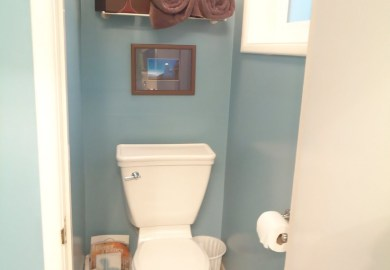 Decorating Small Half Bathrooms