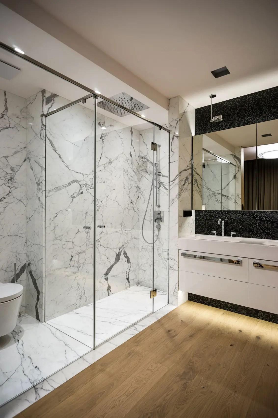12 somptueuses salles de bain avec une douche en marbre
