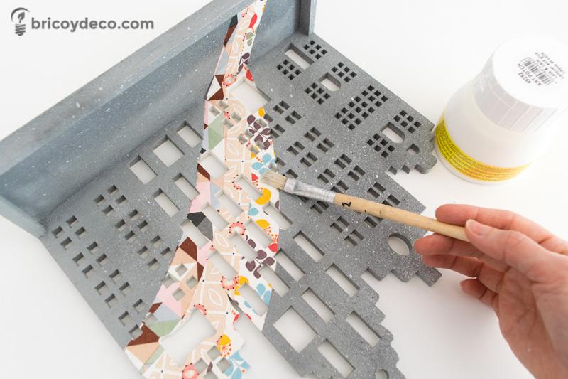 barnizar la decoración con decoupage