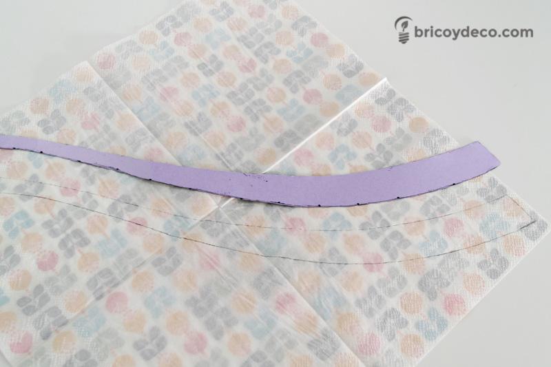 calcar un dibujo sobre servilletas de papel