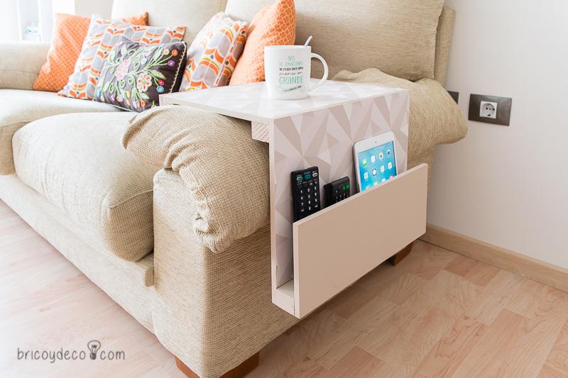 mesa decorada con decoupage para el sofá