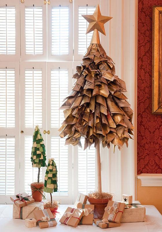 árbol de Navidad con papel de periódico