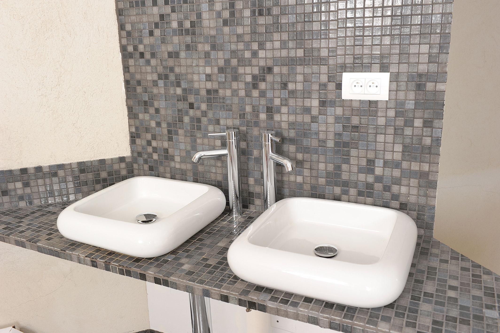 Des Vasques A Poser Dans La Salle De Bains Bricolage Avec Robert