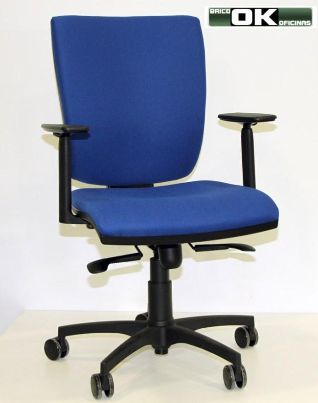 Montar una silla de oficina de mecanismo sincronizado