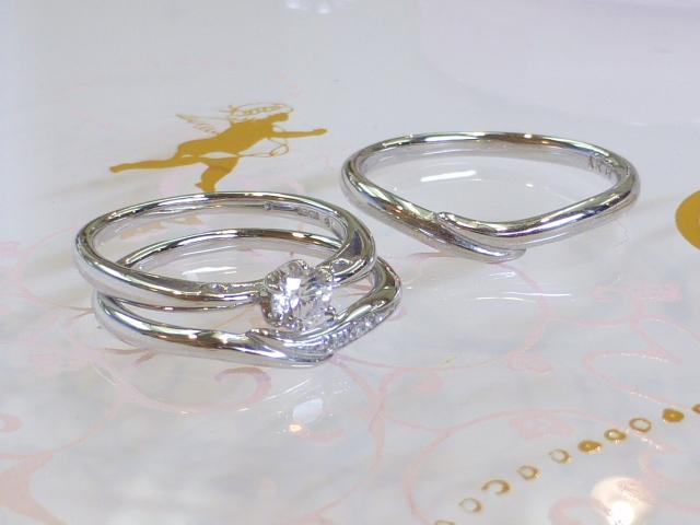 エンゲージ=婚約指輪、  マリッジ=結婚指輪。