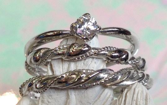 こう見ると ほんの少し 愛嬌がある婚約指輪でしょ。