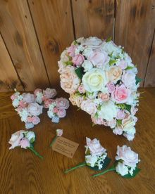 Teardrop bouquet with pink and peach buttonholes