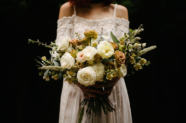 Loose oversized wedding bouquet