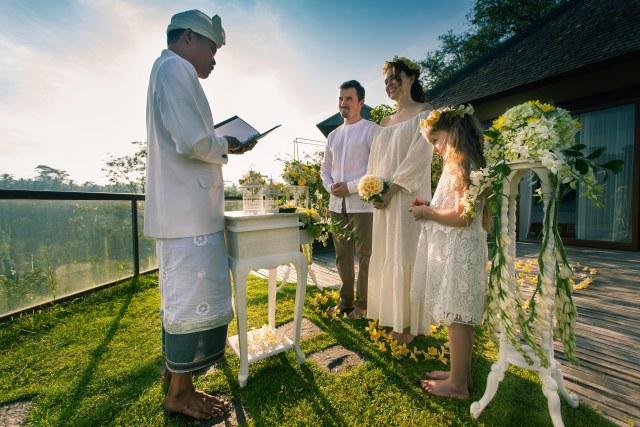 getting married in Asia make happy memories