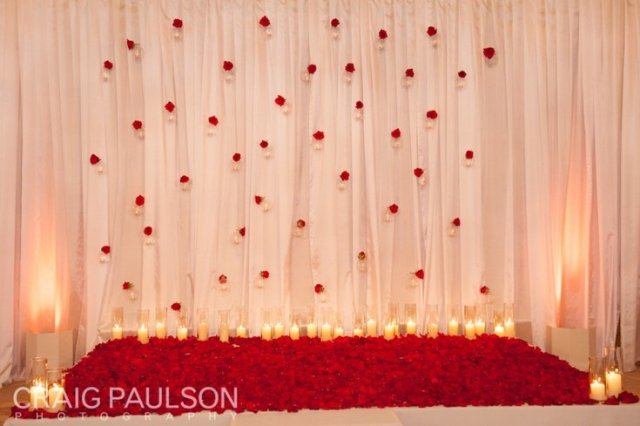 red roses ceremony backdrop