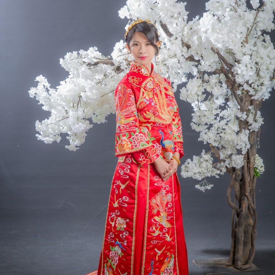 中式新娘髮型[新秘老師-寶兒] 策畫:伊頓自主婚紗 禮服:秀鳳中式新娘禮服 攝影:婚攝力元爸 造型:新秘寶兒老師 飾品:步來多新娘秘書飾品 場地:鵲爾喜人像攝影基地
