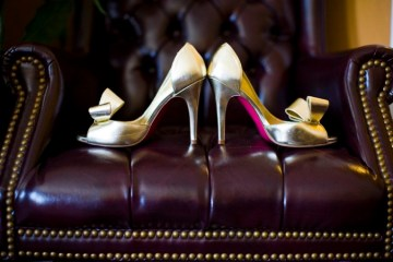 gold wedding shoes | scarlett and stephen photography