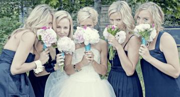 pale wedding bouquets   percivale photography