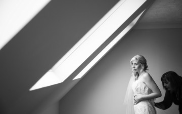 Top Tips For Your Wedding Photos: Getting Ready Shots