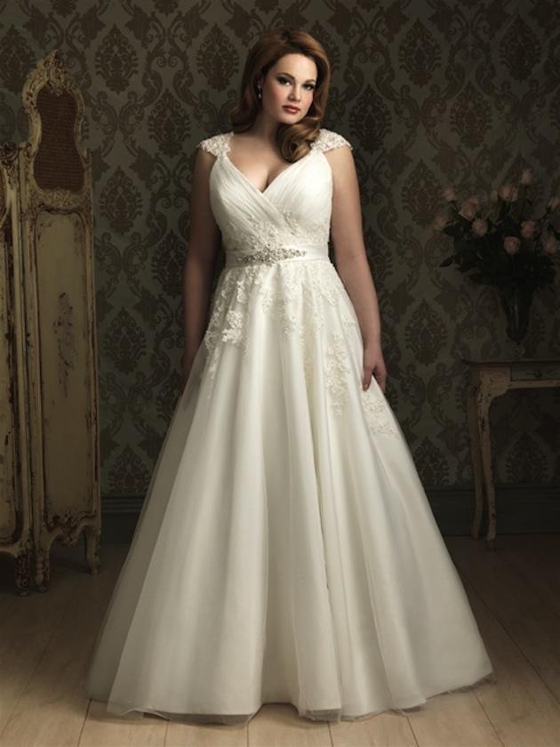 23a82fc9f3b0b Top 10 Plus Size Wedding Dress Designers By Pretty Pear Bride