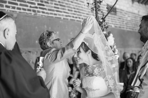 Top Tips For Your Wedding Photos: Ceremony Shots
