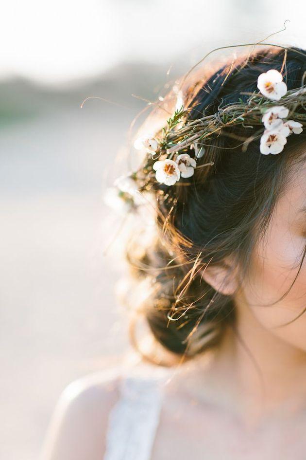 15 ideas for Fresh Flower Wedding Hair | Bridal Musings Wedding Blog 5