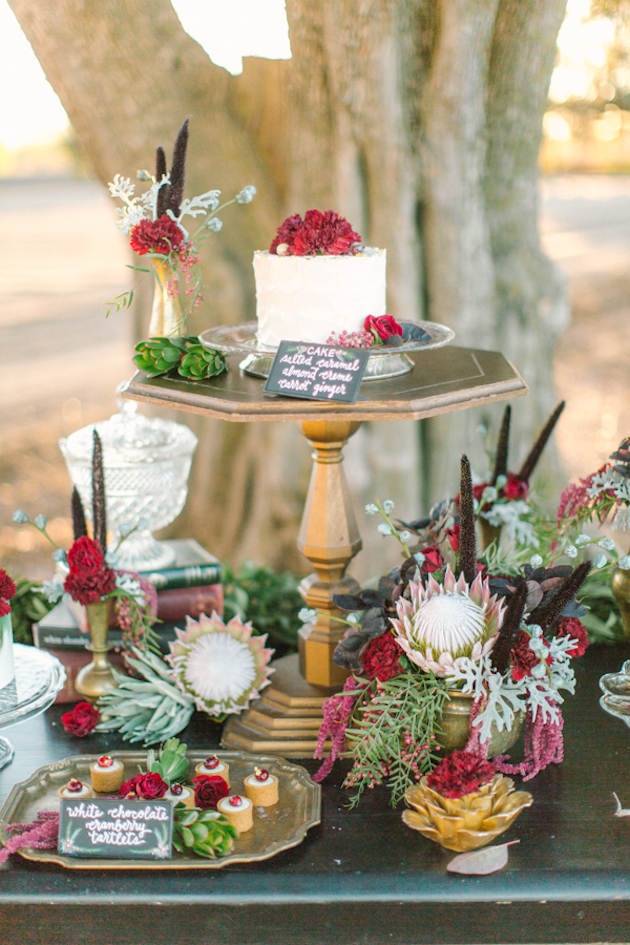 Red Green And Gold Christmas Wedding Inspiration