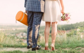 Chic Champagne Picnic Engagement Shoot | Peter and Veronika Photography | Bridal Musings Wedding Blog 32