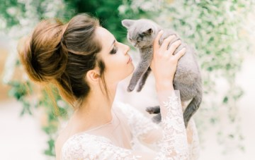Kittens, Feathers & Foliage Wedding Inspiration (This is pretty freaking cute!)