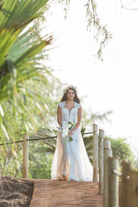 Hawaii Elopement by Modern Elopement and Sea Light Studios 16
