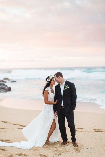 Hawaii Elopement by Modern Elopement and Sea Light Studios 41