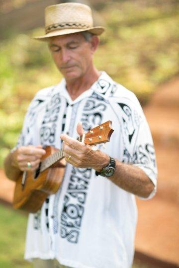 Hawaii Elopement by Modern Elopement and Sea Light Studios 61
