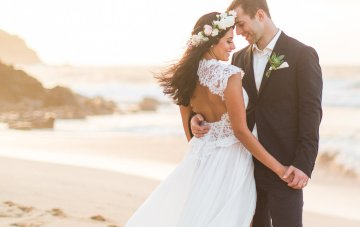Oh-So-Stylish & Wildly Romantic Elopement in Hawaii
