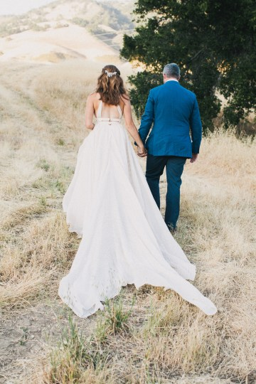 Modern Farmhouse Wedding Inspiration by Alexandra Wallace and A Lovely Creative 73