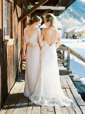 Contemporary Winter Wedding Inspiration by Rachel Havel and BluebirdProductions 37