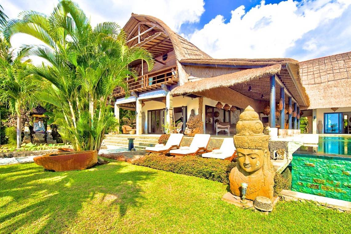 10 Incredible & Affordable Airbnb Wedding Venues Around the World | Villa Buddah Bali 3