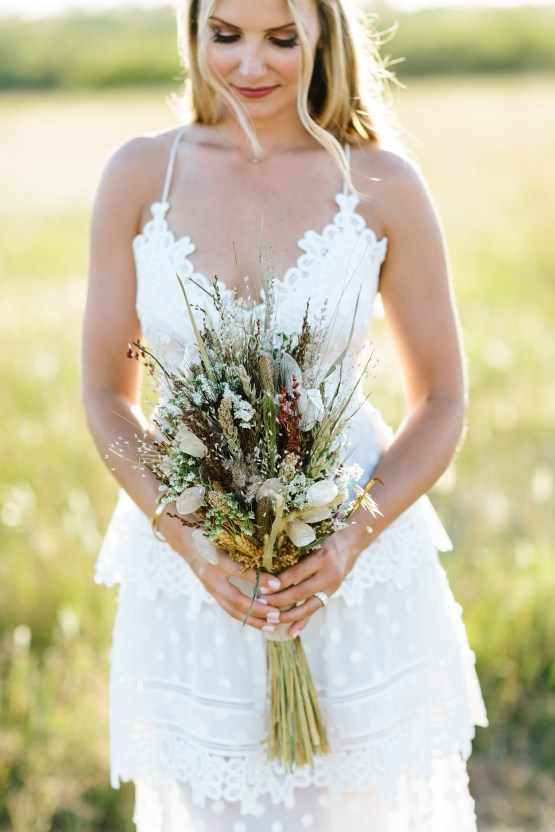 Fun, Scenic, Lakeside Wedding with Dried Floral Bouquets | Studio 1208 64