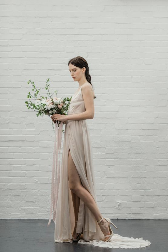 Modern Minimalist Styled Shoot Featuring Gowns For The Natural Bride | Cinzia Bruschini 10
