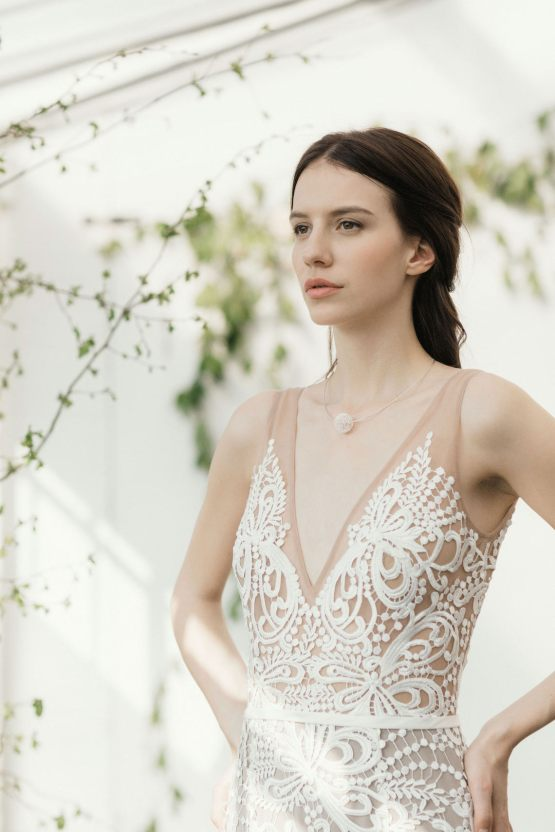 Modern Minimalist Styled Shoot Featuring Gowns For The Natural Bride | Cinzia Bruschini 29