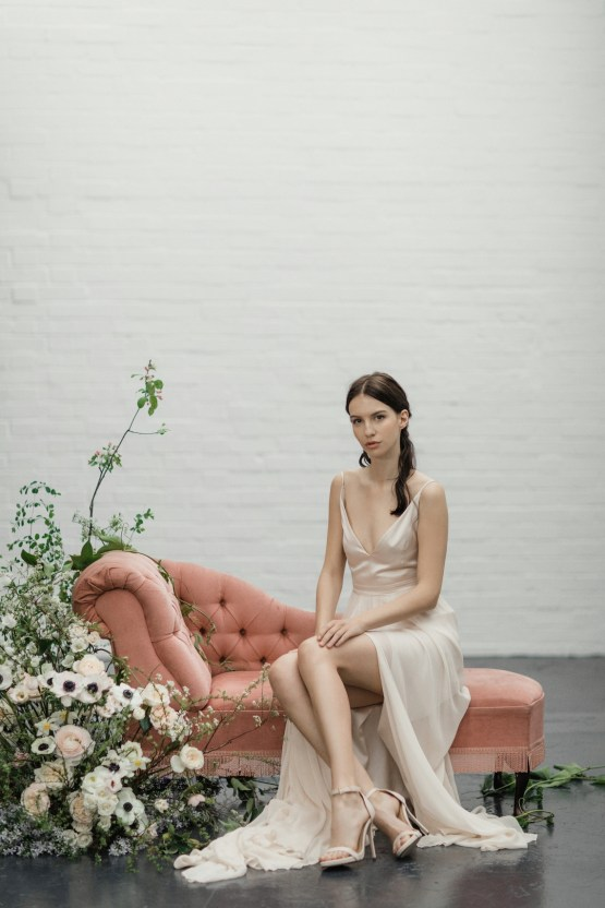 Modern Minimalist Styled Shoot Featuring Gowns For The Natural Bride | Cinzia Bruschini 5