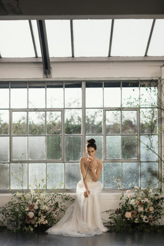 Modern Minimalist Styled Shoot Featuring Gowns For The Natural Bride | Cinzia Bruschini 65