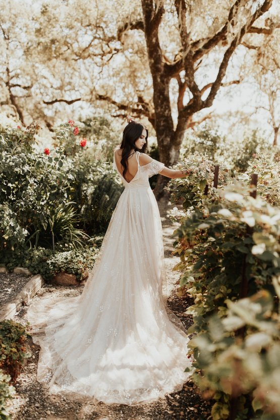 The Luxurious & Bohemian Ember Dusk Spring 2018 Collection from Tara Lauren | Anni Graham 12
