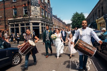 Colorful Anglo-Hindu Fusion Wedding With A Parade Of Indian Drummers | Parrot and Pineapple Photography 13